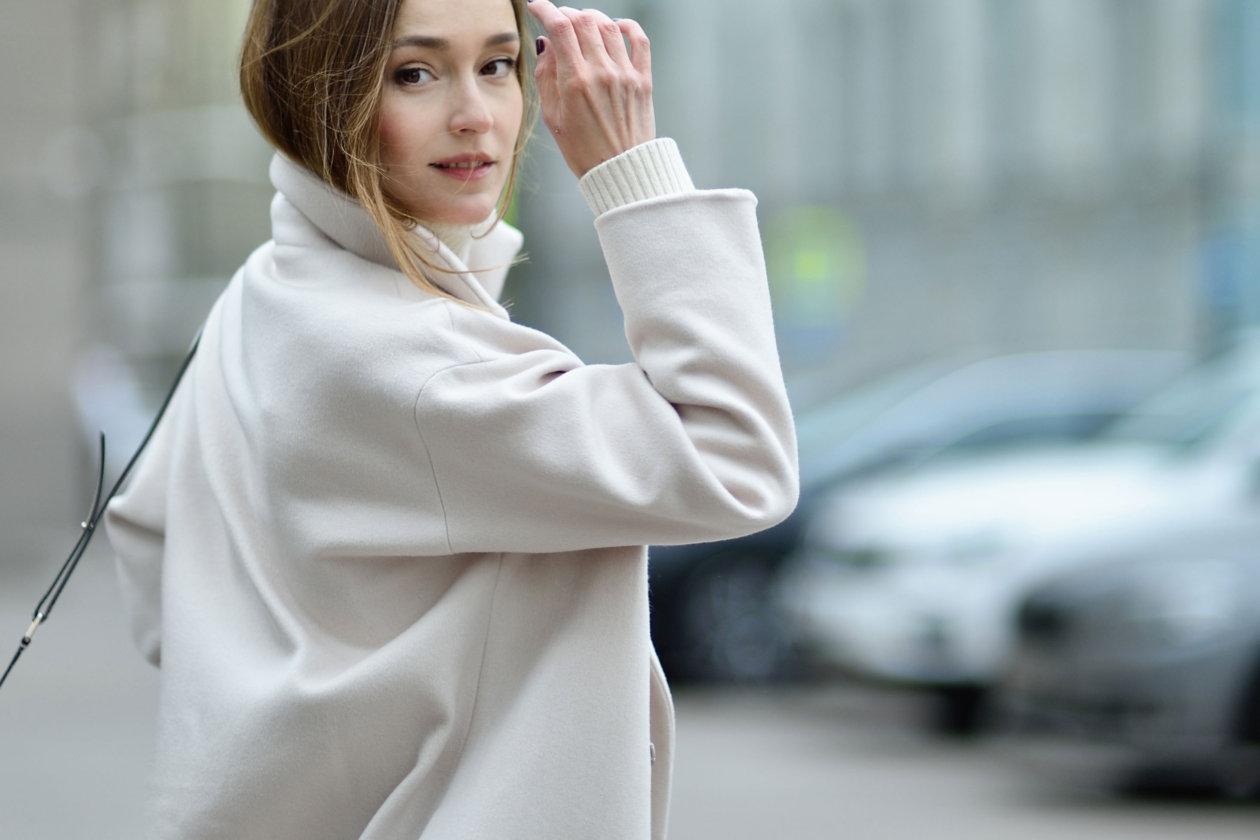 Светлое пальто: покупать или избегать?